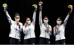 Korea wins silver in women's team epee fencing