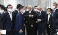President with ambassadors at wind power plant briefing
