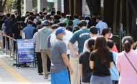 Explosive rise in infections disrupts Korea's path to 'live with COVID-19' strategy