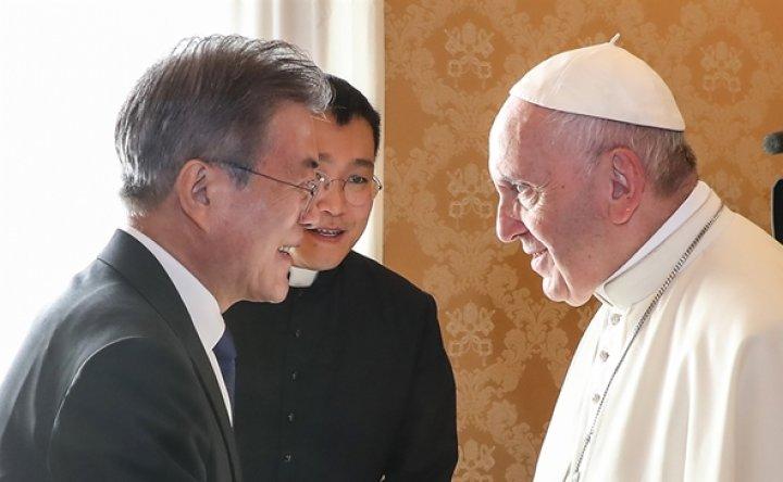 Moon to meet Pope Francis at Vatican next week