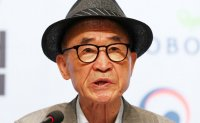 Ko Un speaks out on scandal overseas, stays silent at home. Why?