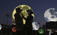 Wishing upon a moon [PHOTOS]