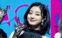 TWICE Jihyo injured at airport due to fans