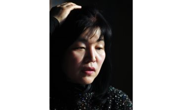 Bestseller author apologizes over plagiarism, returns with new fiction