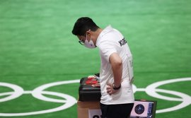 Father Time catches up with erstwhile gold medalists