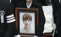 Fans bid farewell to late idol