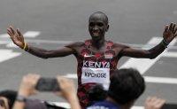 Kenya's Kipchoge dominates, defends Olympic marathon title