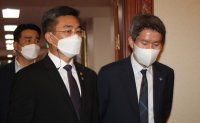 Unification minister delays US visit