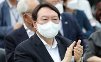Ex-prosecutor general to announce his presidential bid soon: aide