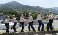 Fun-loving Koreans: 1980s-style TV show captivates viewers