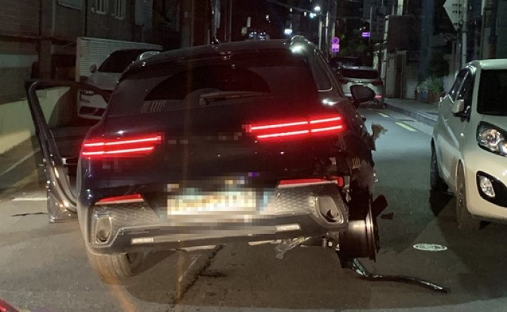 Drunk driver flees accident scene with blown tire