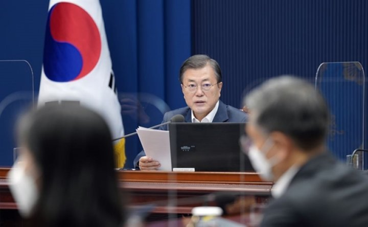 Moon's approval rating drops over policy failures
