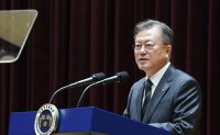 Moon visits Korea's spy agency for briefing on its reform steps