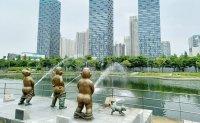 Debate ignited over statues in Songdo park of boys urinating