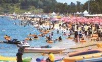 Crowded beach amid pandemic