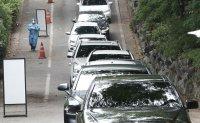 Long queue at drive-through test site