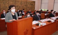 Chief executive calls for depositing Lee Kun-hee's donated manuscripts in national library