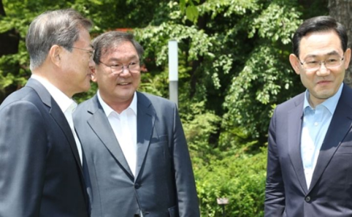 Moon to strengthen cooperation with new Assembly