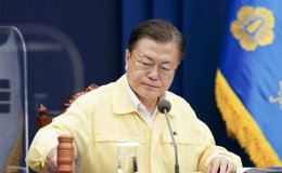 Moon apologizes over COVID-19 infections among Cheonghae unit sailors