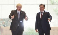 Moon discusses North Korea issue during summit with British PM